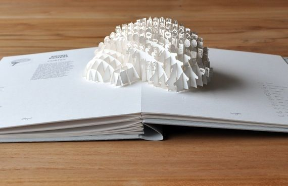 Moon Brouwer : Bovenkamers. Pop-up book about the brain.