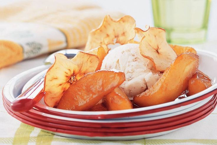 Kijk wat een lekker recept ik heb gevonden op Allerhande! Gebakken appel en appelchips met ijs