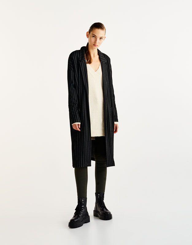 Пальто в тонкую полоску - Пальто и куртки - Одежда - Для Женщин - PULL&BEAR Российская Федерация