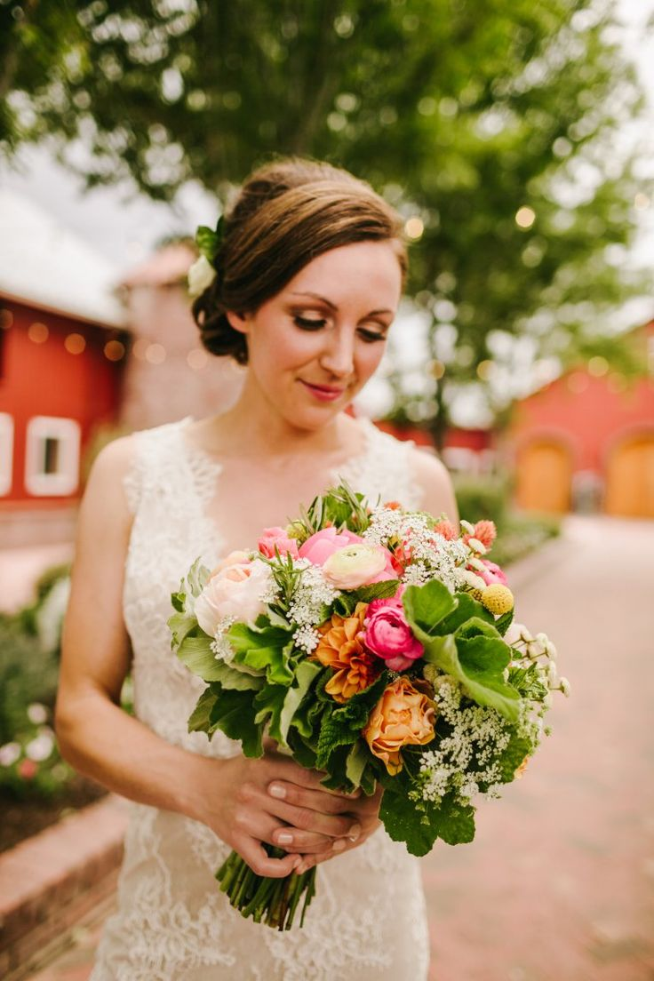 Crooked Willow Farms Wedding | Larkspur Wedding | Colorado | Tayler Carlisle Photography | Sweet Pea Floral | Pink and Peach Wedding Bouquet
