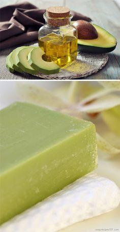 creamy and moisturizing DIY avocado soap (cold process) - with avocado oil and actual avocado puree