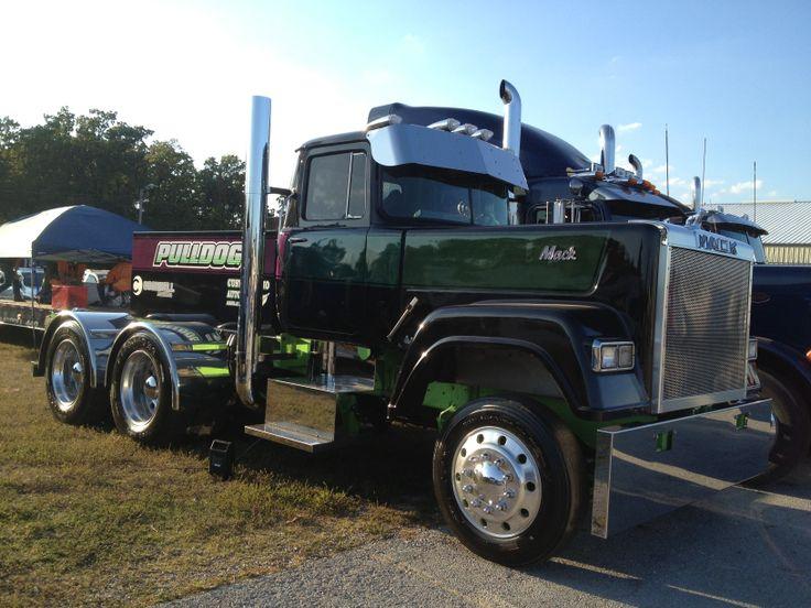 Semi Trucks: Semi Trucks Pulling