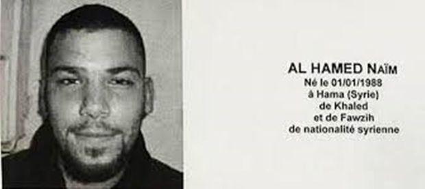 DNA van Naïm al Hamed, een 28-jarige Syriër die onder deze allicht valse identiteit als vluchteling Europa inkwam, is aangetroffen in het appartement in Schaarbeek waar de springstof voor de terreuraanslagen van Brussel werd klaargemaakt. Le Monde vraagt zich af of hij de derde man in Zaventem was.
