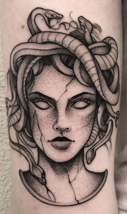 Are you thinking about getting a Medusa tattoo or wondering why Medusa tattoos are so popular? This article is all about Medusa tattoos and their meanings. Mini Tattoos, Body Art Tattoos, Small Tattoos, Sleeve Tattoos, Tatoos, Retro Tattoos, Tigh Tattoo, Snake Tattoo, Medusa Tattoo Design