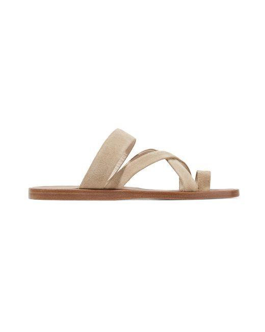 96ff7f9b7e Ohne ein Paar Sandalen in neutralen Farben, die sich in jedes Outfit  integrieren lassen,