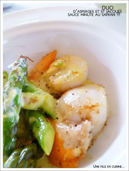 Duo d'ASPERGES et St Jacques, sauce minute au SAFRAN. Préparation X', cuisson asperges 5', cuisson coquilles 5'.