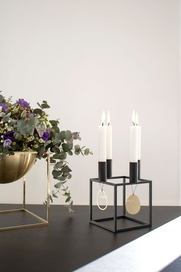 Kubus 4 candleholder in black and Kubus bowl in brass.