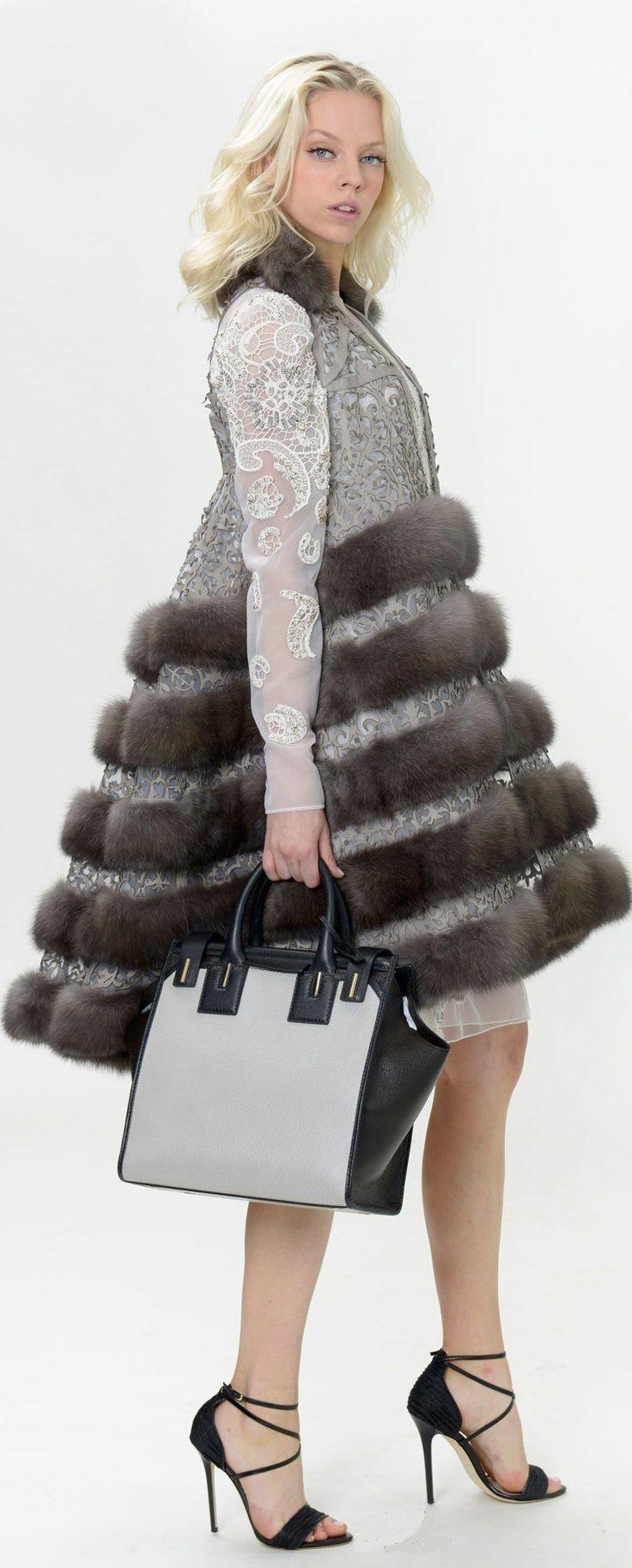 Dennis Basso Resort 2015 Fashion Show