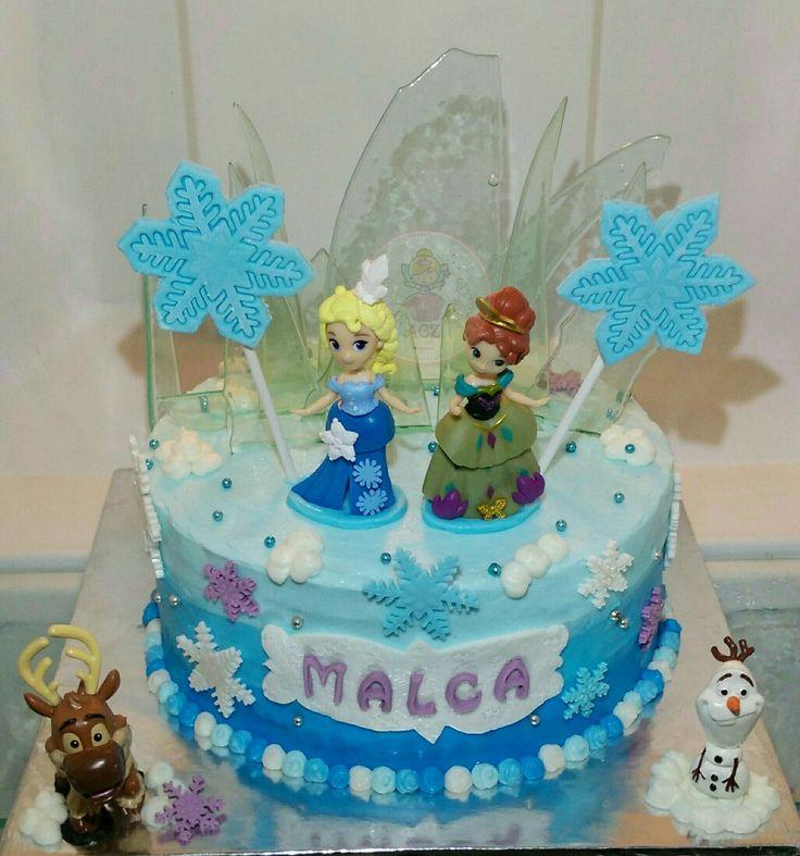 Frozen birthday cake. Buttercream mix fondant
