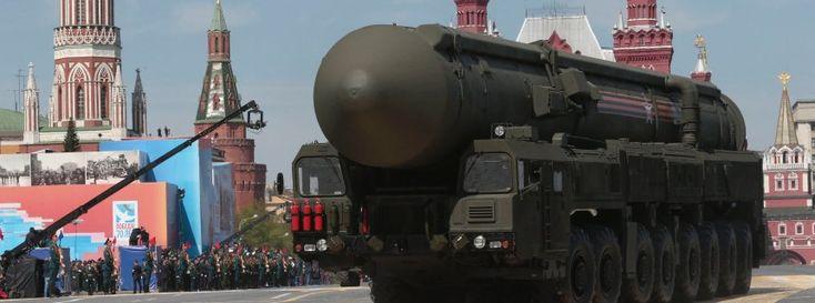 Russische Interkontinentalrakete bei Parade in Moskau (Archivbild): Mobilisierung der Gesellschaft - Ralph Ueltzhoeffer
