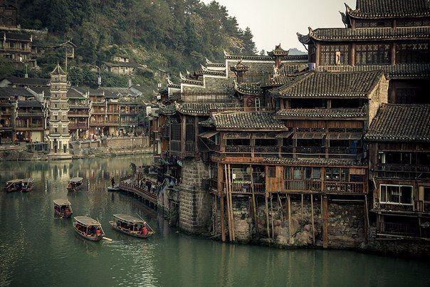 Назад, в прошлое... Город Фенхуан, Китай