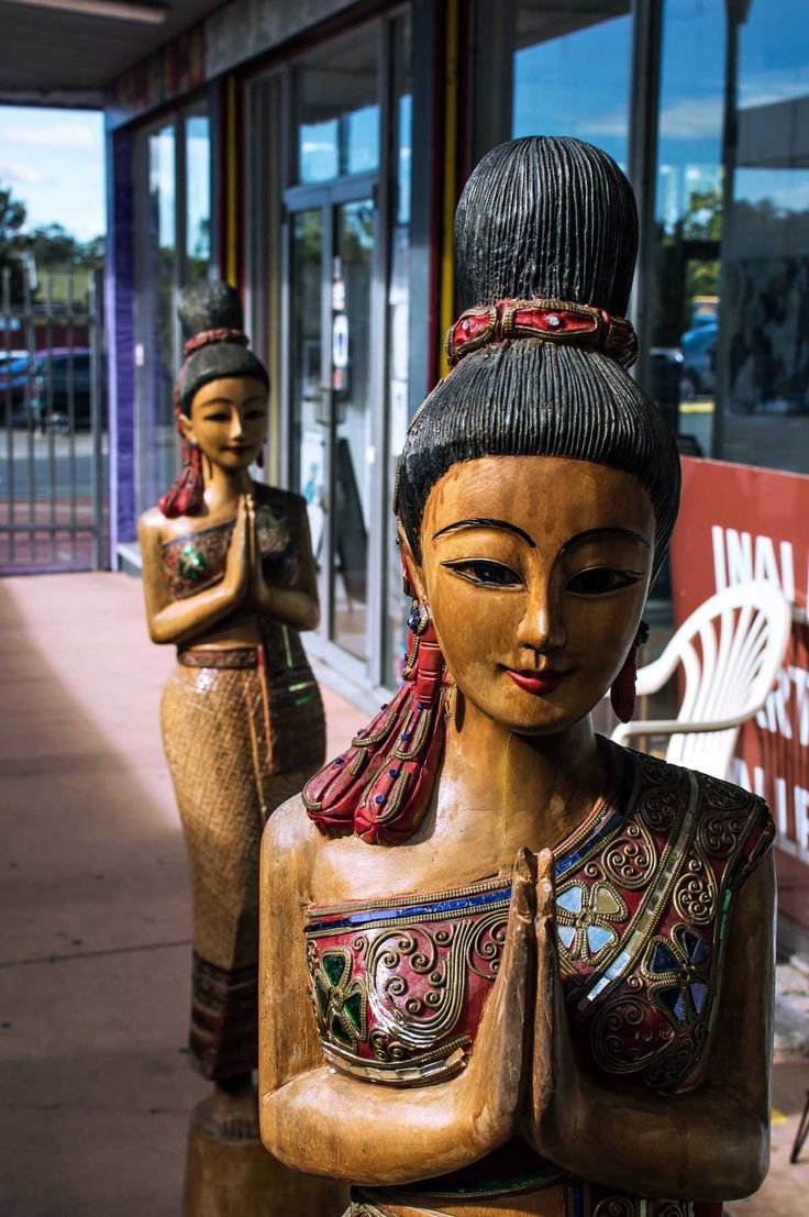Thai wooden statues at the Inala Civic Centre | heneedsfood.com