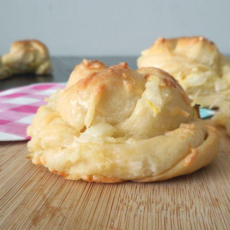 Kaas-ui broodjes / Cheese-onion bread - Het keukentje van Syts