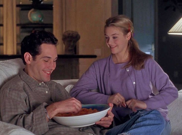 '90s Movies Couples, Paul Rudd, Alicia Silverstone (CLUELESS' JOSH & CHER) It took an entire movie for Cher (Alicia Silverstone) to realize that she's in love