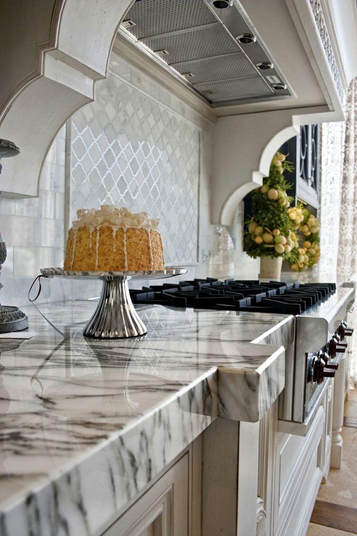 Hoy te presentamos el mármol un elemento elegante muy bello perfecto para las encimeras de cocina y las paredes tambíen. Revisa las imagenes te enamoraras.