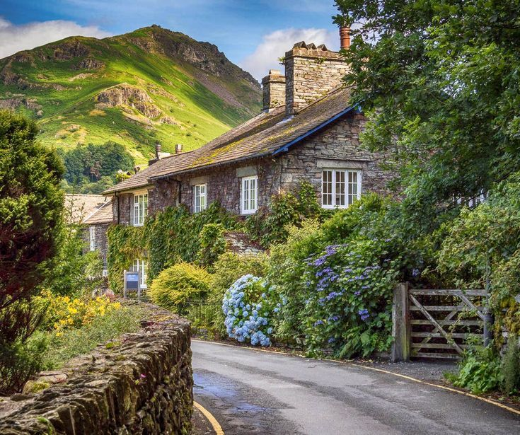 Roadside cottages near Grasmere in the English Lak…