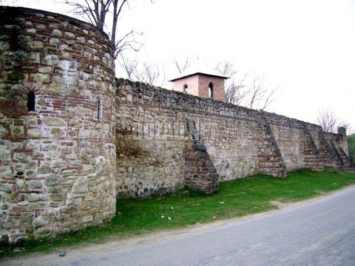 Informatii Manastirea cetate Bradu. A fost construita de Familia Badeanu Mihalcescu Candescu si apoi refacuta de Doamna Neaga, sotia lui Mihnea Turcitul ...