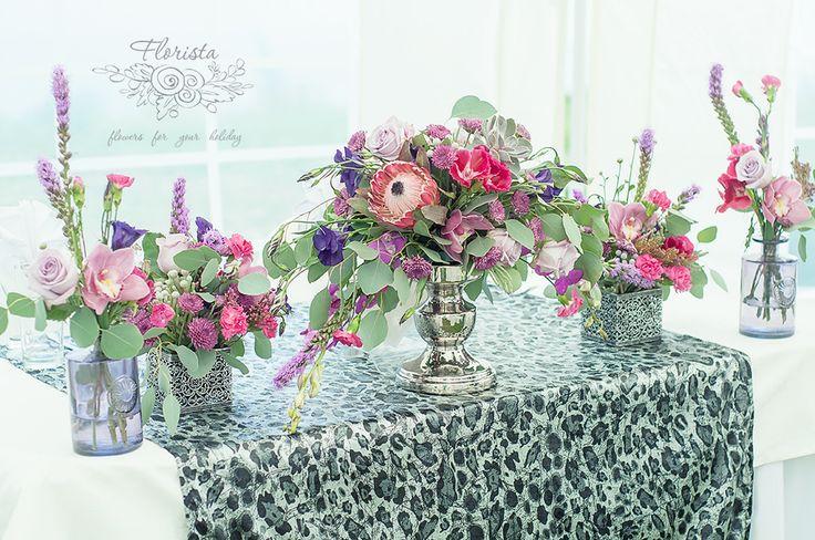 рок, свадьба, декор, стол молодых, оформление, фиолетовый, металл, стекло, дизайн, флористика, цветы