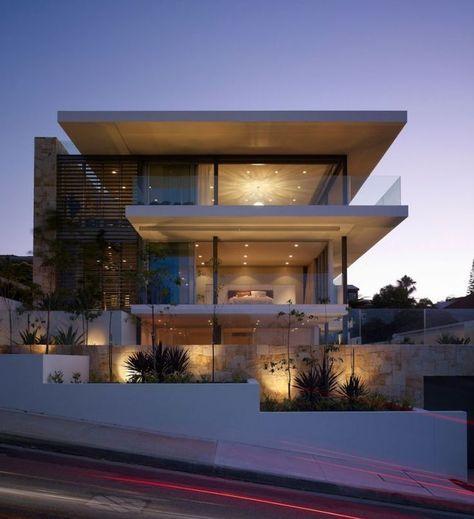 fachada com vidro e luz