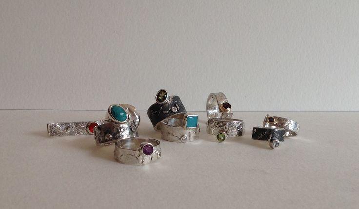 Anillos con texturas,  piezas únicas hechas a mano, plata 950 y piedras semipreciosas