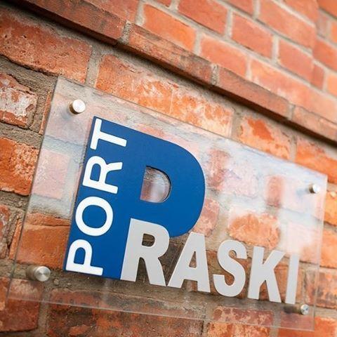 …a o Porcie Praskim…  Fot.: http://intecprojekt.pl/realizacja/port-praski-apartamenty-sierakowskiego-5/