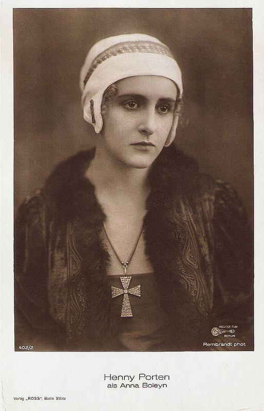 Henny Porten in Anna Boleyn (1920). German postcard by Ross Verlag, Berlin, no. 402/2, 1919-1924. Photo: Rembrandt Phot. / Messter Film, Berlin. Publicity still for <i>Anna Boleyn</i> (Ernst Lubitsch, 1920).