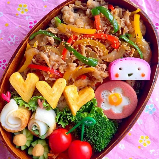 おはようございます! 今週も始まりました✨ 富士山も雪をかぶって日々空気が 冷たくなってます。 体調に気をつけて今週も頑張り ましょう  今日は簡単肉野菜炒め丼。 とりあえずご飯に乗っければ お弁当になるのでオススメです。  *肉野菜炒め丼 *お花の目玉焼き *卵焼き *しそチーズちくわ *人参サラダ *ブロッコリー *きゅうり *プチトマト *かまこサン - 141件のもぐもぐ - 今日の息子のお弁当2014/10/20 by masamiho