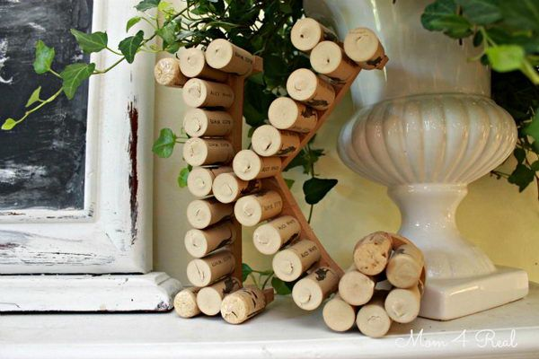 Monogram with Wine Corks - Homemade Wine Cork Crafts, http://hative.com/homemade-wine-cork-crafts/,