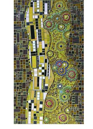 Variación del beso de Klimt está hecho de mosaico de vidrio, la silueta del hombre de amarillo, blanco y negro, la mujer en tonos de ocre amarillo identificado por el azul, milfiori verde, rojo y cantos rodados. El conjunto está rodeado por un fondo de color canela y los sellos son de color marrón amarillento, de color caqui