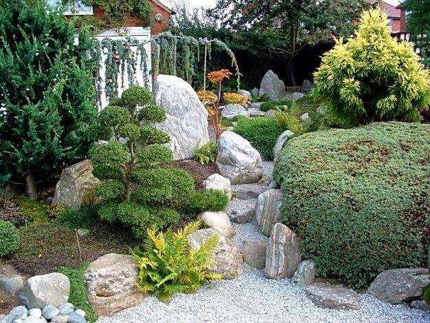 Что такое японский сад камней? Многие слышали, немногие счастливчики видели воочию, а кто-то вообще не знает, что это такое... Итак, как сообщает Википедия, сад камней буквально переводится с японского как «сухие горы и воды» и представляет собой культурно-эстетическое сооружение, появившееся в средневековый период истории Японии, который носит название Муромати (1336—1573).