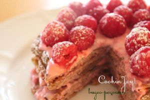The fitness cake with raspberry cream - http://bit.ly/1KYiHrW