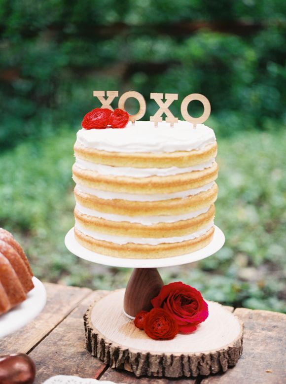 Jake Anderson Photography | Rustic Glam Fall Wedding - naked wedding cake with xoxo cake topper| fabmood.com