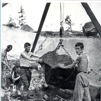 Jugoslaviske fanger Osen fangeleir - Bilde fra Osen fangeleir i Vefsn, hvor de jugoslaviske krigsfangene fikk ordre om å arbeide i bar overkropp. - Foto: Foto: Croatian History Museum /