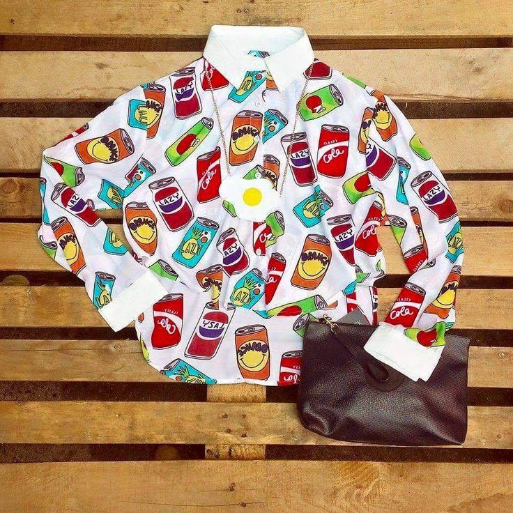 Camicia con lattine 30 euro, borsa vintage 30 euro, collana con uovo 15 euro!