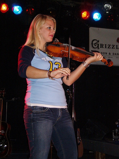 taylor swift concert 10/26/07 @ grizzly rose, denver co    emily - fiddle player