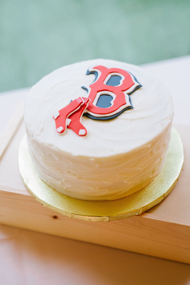 Boston Red Sox custom wedding cake, his-and-hers wedding cakes, Canadian travel wedding theme | @washbridegroom