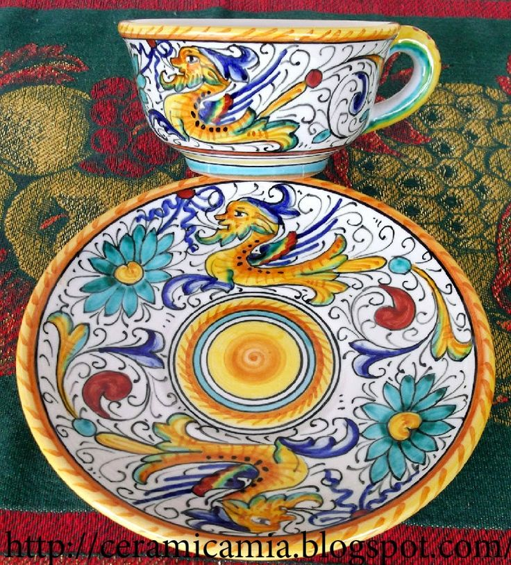 Tazza da cappuccino con la decorazione #Raffaellesco #Majolica #Italy http://ceramicamia.blogspot.com/p/tazze-tazzine.html