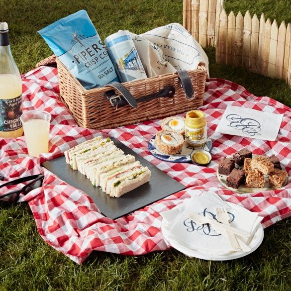 Perfect picnic hampers | Town & Country Magazine UK