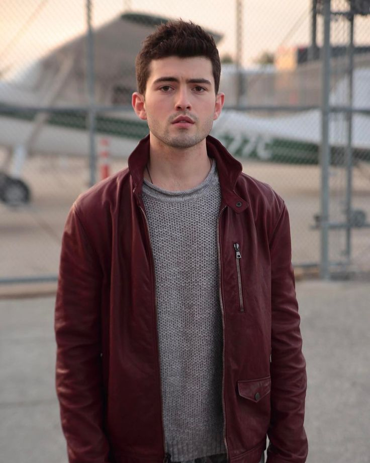 "13.5 mil Me gusta, 164 comentarios - Ian Nelson (@ianmichaelnelson95) en Instagram: ""Red. Leather. Jacket. :)) By @collinstark Styling by @frankiepaynehair  #johnvarvatos…"""