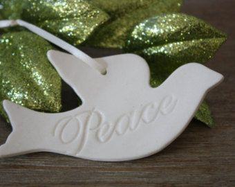 Bianco ceramica colomba ornamento scambio di di BeachwoodStreet