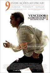 """Filme: """"12 anos de escravidão"""" Solomon Northup (Chiwetel Ejiofor) é um escravo liberto, que vive em paz ao lado da esposa e filhos. Um dia, após aceitar um trabalho que o leva a outra cidade, ele é sequestrado e acorrentado. Vendido como se fosse um escravo, Solomon precisa superar humilhações físicas e emocionais para sobreviver. Ao longo de doze anos ele passa por dois senhores, Ford (Benedict Cumberbatch) e Edwin Epps (Michael Fassbender), que, cada um à sua maneira, exploram seus…"""