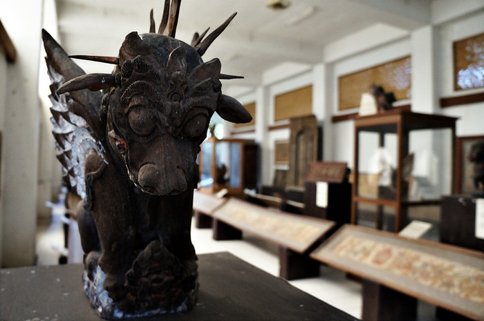 The second floor of Nyoman Gunarsa Museum is filled with 3D historical art objects. Photo by Raditya Margi.