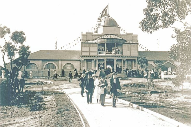 The opening of Taronga Park Zoo, Sydney, Australia in 1916 . v@e.