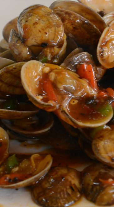 Stir-fried Clams in Black Bean Sauce
