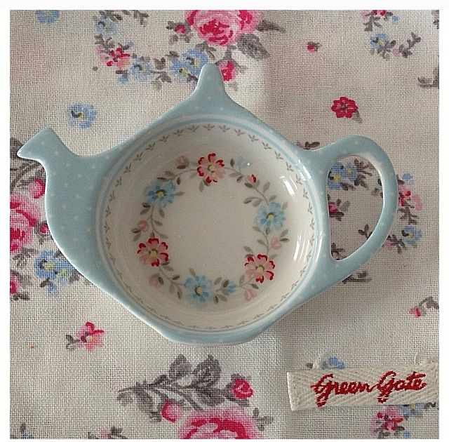 Lovely tea bag holder http://media-cache-ec0.pinimg.com/originals/f4/b0/01/f4b00133e5859f04d33691550d662aa4.jpg