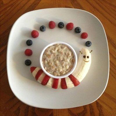 ¿Sabías que sin el desayuno, los niños no tienen suficiente energía, y su salud y desempeño intelectual serán deficientes?  El desayuno es una de las comidas más importantes del día y debe incluir: lácteos, cereales y frutas.