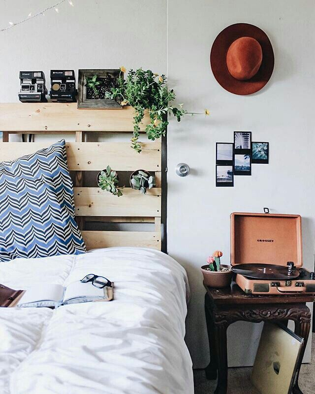 Awesomely Stylish Urban Living Rooms: Best 25+ Pallet Headboards Ideas On Pinterest