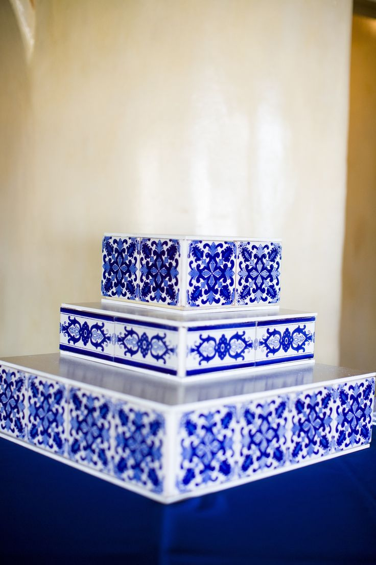 Mexican talavera pedestal sink puebla terra artesana - Decorating With Mexican Talavera Tile