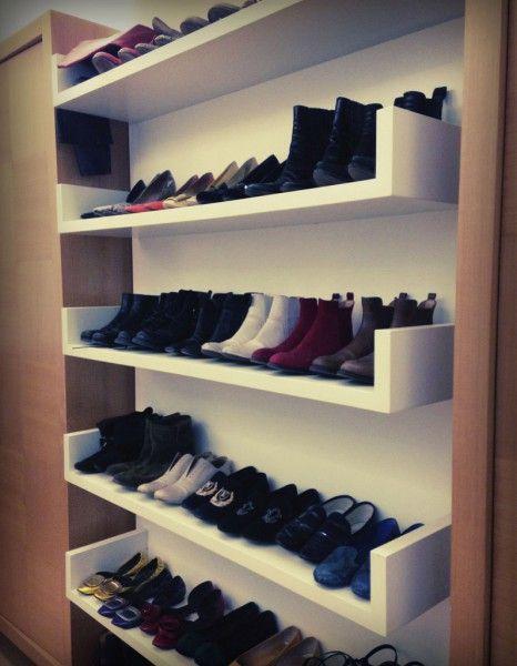 Les chaussures dans une bibliothèque - 20 astuces pour tout ranger - Elle Décoration