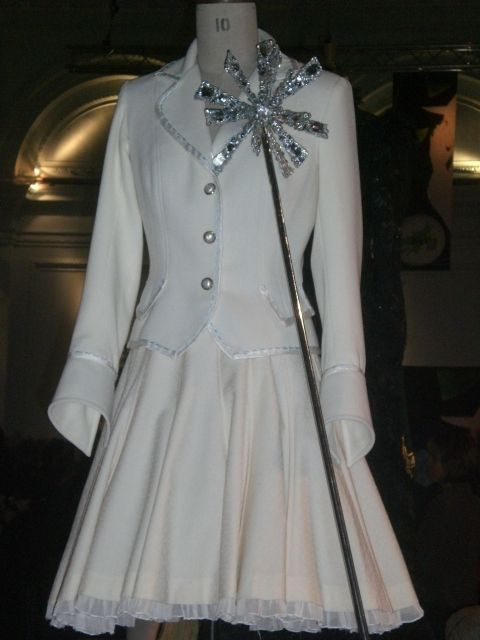 Galinda's Shiz uniform ~ Click-through link to galindaswardrobe.com (full of pictures of all the costumes from Wicked!)